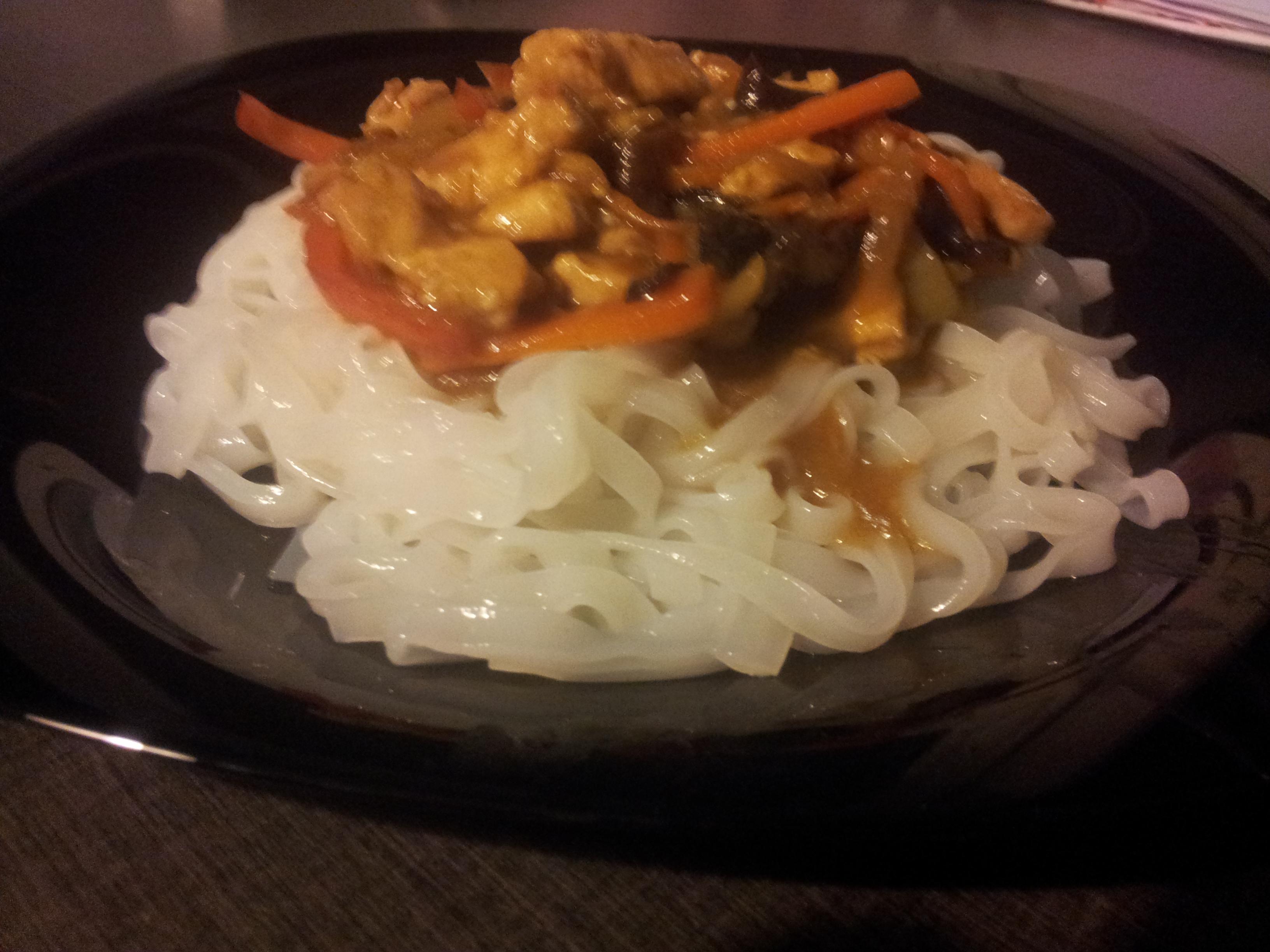 Chińszczyzna z makaronem ryżowym